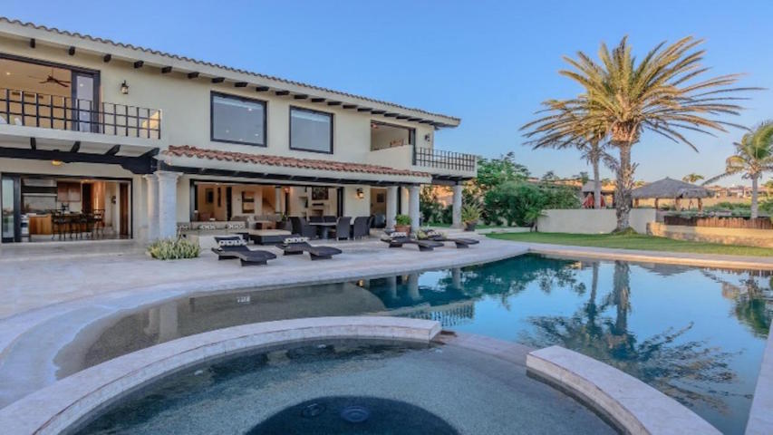 property Villa Roxana 689